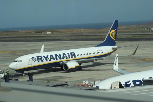 Ryanair 737-800 Pushing Back @ Tenerife Sur Airport