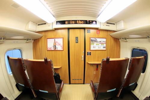 九州新幹線つばめ 木材を多用しています