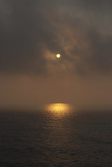Se il sole va via (vALeRiA MoRRonE sfumatura  Warsaw) Tags: morning sea sun mer sol nature fog ferry sunrise soleil mar early nikon jon meer europa europe mediterraneo mare waves nebel alba natura valeria sole albania riflessi ferries viaggio niebla brume raggi onde traghetto aube ionian d60 partenza jonio morrone deti ionio 2011 albanien andata albanie jnico europian shqipri shqipria diell sorgere mjegull trageto agim ionisches   mesdhe brindizi ionienne evrop