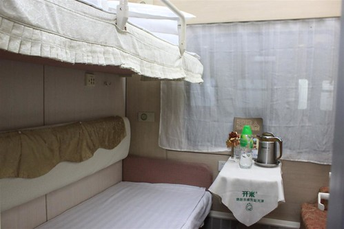 Private room with 2 bed and washroom in a train, China (2)