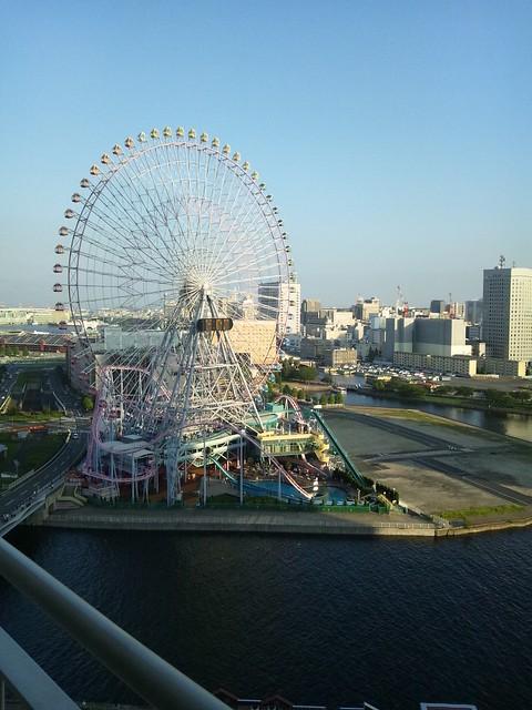 パンパシフィック横浜ベイホテル東急のテラスから見た観覧車の写真