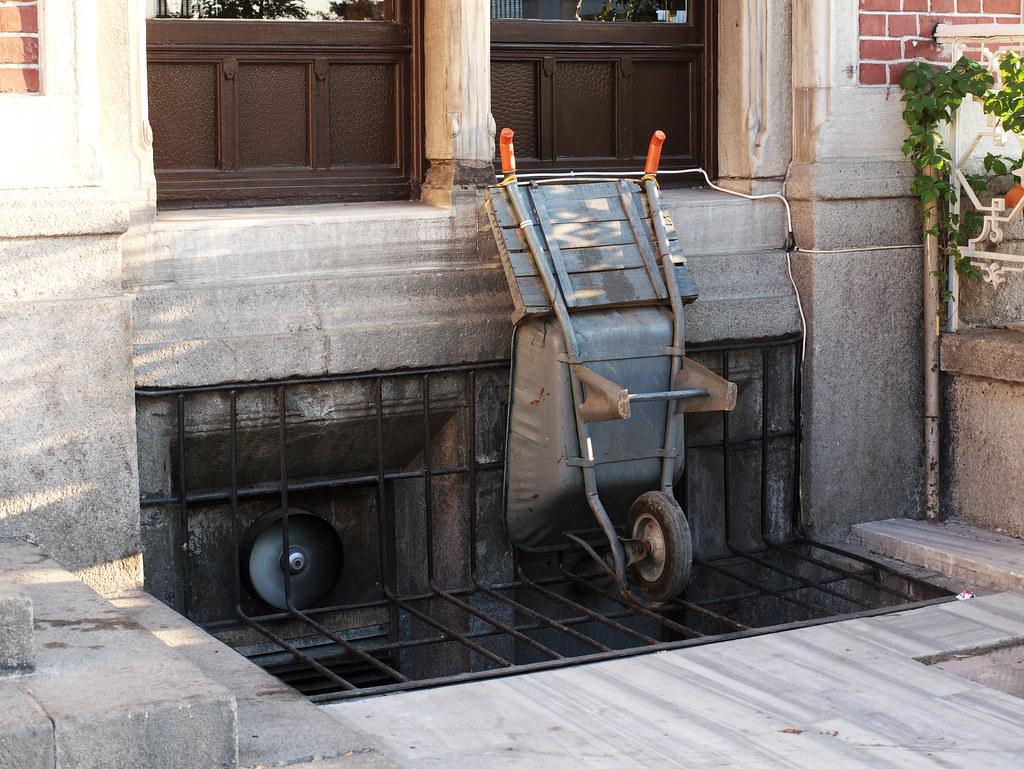 A wheelbarrow in Sirkeci