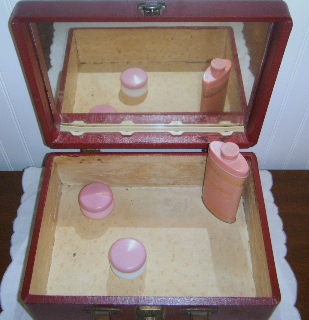 Vintage Wooden Bakelite Makeup Cosmetic Stage Box Faux Reptile Red Cedar Stage Door Right