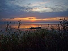 Cuando el barquero se va (Jesus_l) Tags: espaa valencia atardecer agua europa barca elpalmar laalbufera jesusl