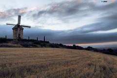 Valle de Ocón, La Rioja (Josepargil) Tags: atardecer molino cielo ocaso larioja aspas josepargil valledeocón