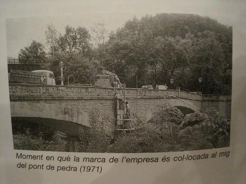 camió creuant el pont de La Farga de Bebié.