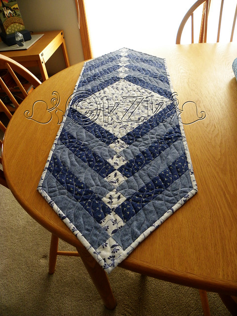 DSCN2248 Blue & White Table Runner II