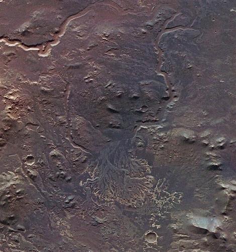 火星奇觀:從衛星圖上看火山湖