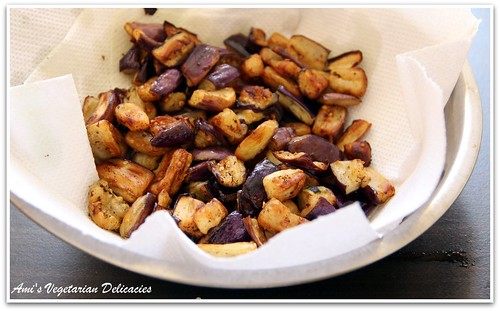 Leave aside stir fried eggplant in kitchen towel