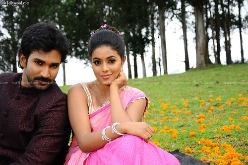 Chelagatam-Movie-Stills_17