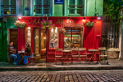 Montmartre at night : Restaurant Chez Marie, Paris | davidgiralphoto.com (David Giral | davidgiralphoto.com) Tags: street paris france night restaurant couple eating postcard montmartre cobble picturesque hdr chezmarie photoengine oloneo