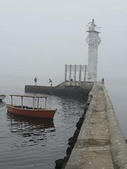 Farol da Mesbla em Paquet (flavia viland) Tags: mar barco paqueta farol inverno pesca cinza frio passeio morto pescador solidao relogio mesbla esquecimento manh