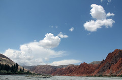 Ein stad mellom Kashgar og Karakulsjen (dese) Tags: china summer mountains river landscape photo asia foto july xinjiang kkh kina sommar elv dese 2011 july10 karakoramhighway desefoto