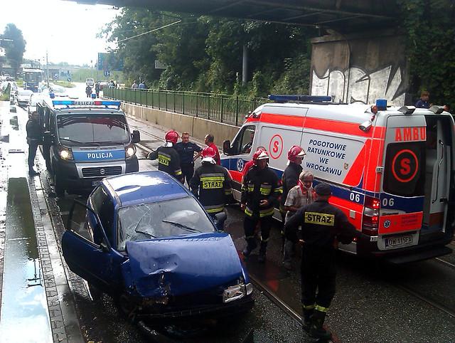 Wypadek samochodowy, Wrocław, ul. Osobowicka, 19 sierpnia 2011 r.