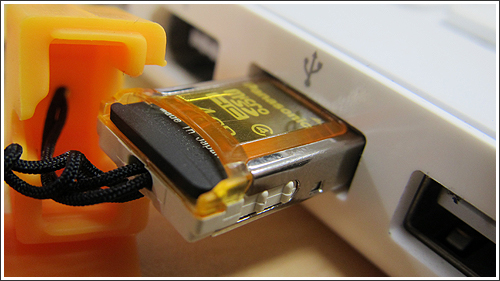 携帯ストラップタイプ「microSDリーダー・ライター(USB2-SDMC)」を初めて使った
