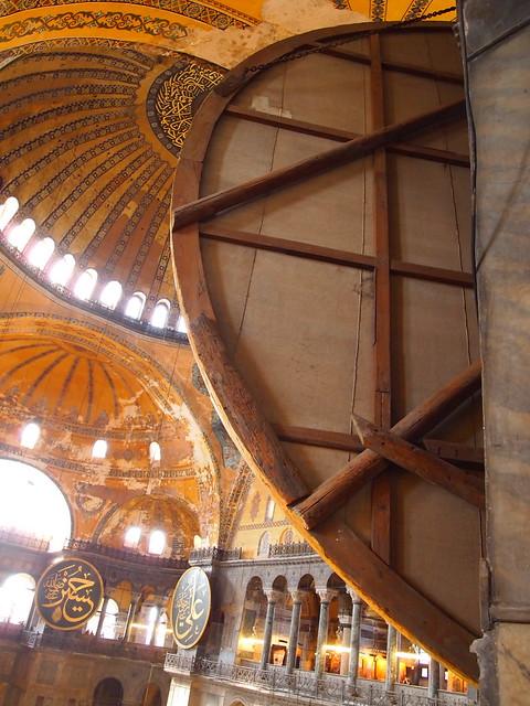 聖索菲亞教堂室內的圓盤