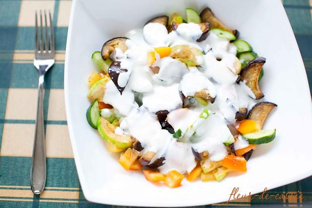 салат с баклажанами, кабачками и перцем
