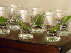 mint leaves in glasses
