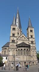 Basilica of Bonn: Bonn Minster (Hlne_D) Tags: church germany deutschland bonn basilica nrw allemagne nordrheinwestfalen eglise picnik basilique northrhinewestphalia bonnermnster rhnaniedunordwestphalie bonnminster hlned