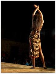Bailarina de Senegal (soyoscar) Tags: noche olympus senegal baile bailarina olympuse5 zd1260mmswd editadoenpicnikcom