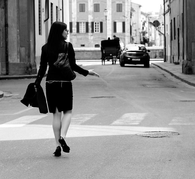 Une femme élégante dans la rue