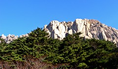 (C. Rich Imagery) Tags: mountain trekking san asia hiking korea cliffs granite southkorea rok s700 seoraksan fujifinepix  republicofkorea  outterseoraksan
