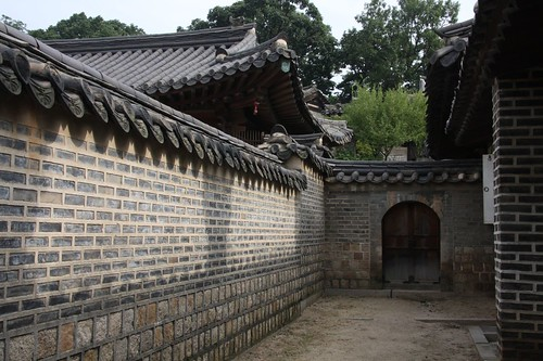 趣のある屋敷の塀 / Historic scenery