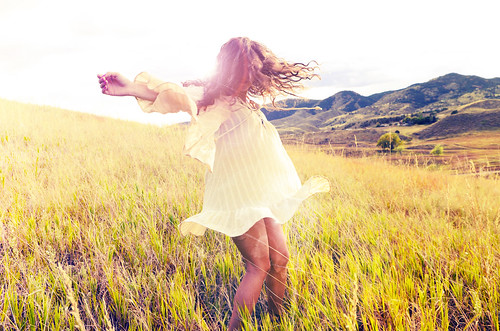 フリー写真素材, 人物, 女性, 草原, 人と風景,