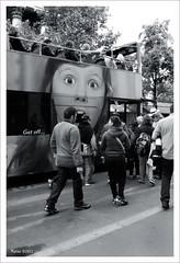Turismo voraz (Imati) Tags: calle verano bruselas turista tourisbus