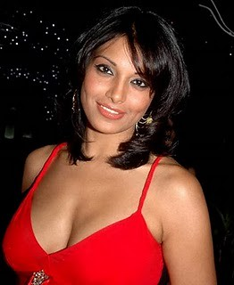 Bipasha Basu Hot Pics  Hot   Sexy Bipasha Wallpapers  Photos  Images