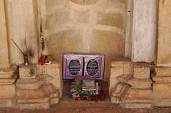 Bhodesar Mosque mehrab, Thar (Ameer Hamza) Tags: history stone architecture century work interior empty muslim columns mosque architectural beam historical pakistani inside column 16th prayers masjid incense sparse islamic agar masonary architecturaldetails batti mehrab thardesert thari regionofpakistan ameerhamzaadhia southpakistan agarbati karoonjhar bhodesar jainregion