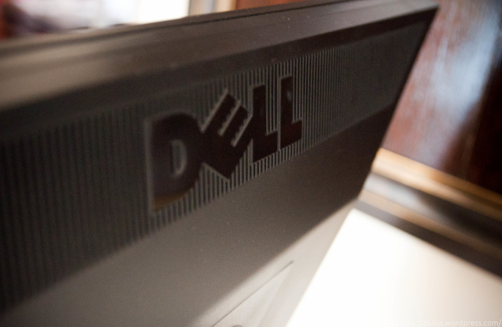 Dell UltraSharp U2311H (2 of 3)