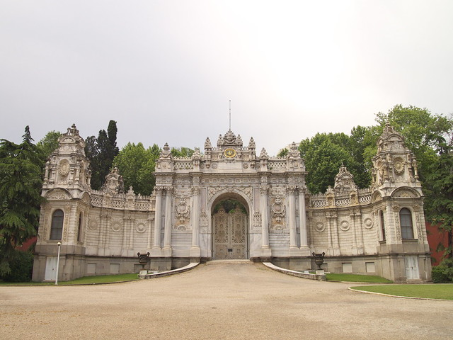 朵瑪巴切皇宮的側門