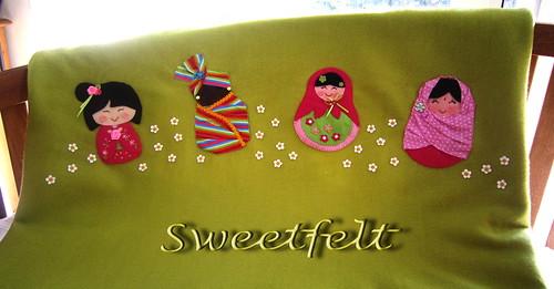 ♥♥♥ E cá estão as minhas meninas, todas juntinhas, misturando culturas, saberes e sabores! by sweetfelt \ ideias em feltro