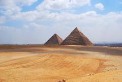 Lo Spigolo Rivolto Al Cielo (Wrinzo) Tags: africa sky sahara desert pyramid egypt saudi arabia giza egitto deserto piramidi cheope chefren egyptiangods