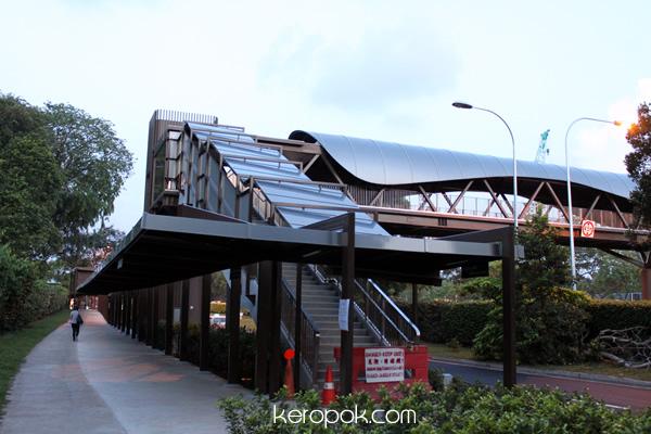 Botanic Garden Wavy Design Overhead Bridge
