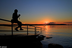 Photographer's silhouette in the sunset at the beach (@t.) Tags: bodensee sonnenuntergang sunset beach pebbles stones water badenwrttemberg deutschland germany alemania germania allemagne wasser acqua agua eau sunrise sundown lagodicostanza lakeconstance landdebadewurtemberg lacdeconstance lagodeconstanza rocks steine longexposure langebelichtung canoneos7d lights sky clouds wolken lichter colorsinthewater colorsinthesky dusk landscape landschaft panorama abendlicht zwielicht dmmerung twilight lindau photographer silhouette photographerssilhouette 1001nights flickrtravelaward doublyniceshot doubleniceshot