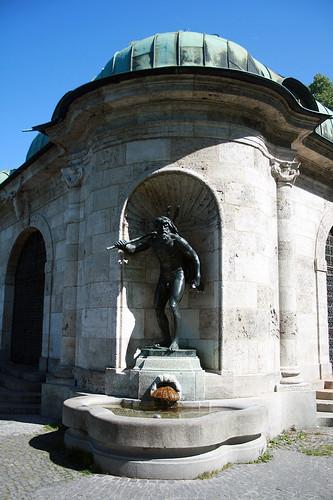 Rechte Figur - Brunnenhaus