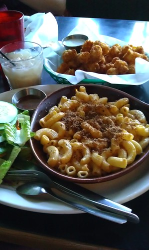 Mac'n'cheese and Tots from Hungry Tiger Too