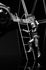 252/365 | Bon Voyage (egerbver) Tags: trip white trooper black reflection toy toys purple action good tie wave days clones figure stormtrooper ladder 365 bye clone hasbro figher femalestormtrooper davideger femaleclonetrooper