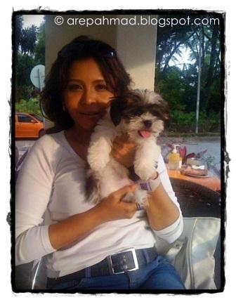 Nanu Baharuddin Pegang Dan Tidur Dengan Anjing[4]