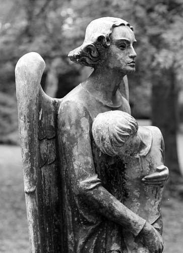 Engelsfigur auf dem Westfriedhof in Unna