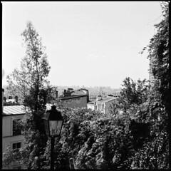 Montmartre - Paris (Photbladmay) Tags: paris france french general montmartre hasselblad 500c carlzeiss caffenol adoxcms20 lccn planart35100