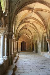 Abbaye de Fontfroide (11) (SMartine ♫♫) Tags: france art canon de 11 aude narbonne abbaye languedocroussillon fontfroide abbayecistercienne martinesodaigui