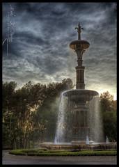 Fleur-de-lys fountain (Mark B. Duncan) Tags: fountain mystery dawn dusk dramatic mysterious fleurdelis drama hdr enfoqueatreses