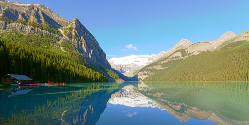 Reflections and colors on the lake Louise (Explored) by syamastro