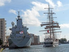 """HMS Scott and the Stavros Niachos • <a style=""""font-size:0.8em;"""" href=""""http://www.flickr.com/photos/36398778@N08/6069389968/"""" target=""""_blank"""">View on Flickr</a>"""