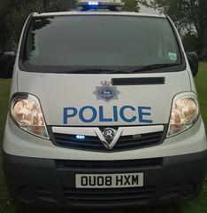 HERTS POLICE VIVARO (NW54 LONDON) Tags: leds vauxhall corsa 999 vivaro hertfordshirepolice