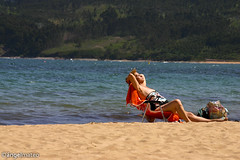 AL SOL DEL NORTE (ngel mateo) Tags: ocean espaa woman beach mar mujer spain sand waves asturias playa atlantic arena bikini thong swimsuit olas tanga atlntico baador lastres sunning cantbrico tomandoelsol cantabrian ngelmartnmateo ngelmateo