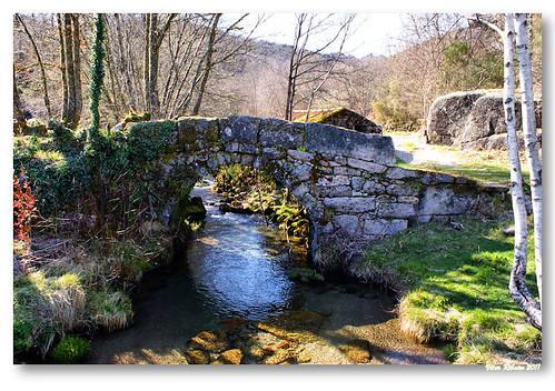 Ponte medieval em Castro Laboreiro by VRfoto
